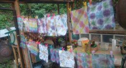 ~まずは、キャンプの間の暑さ対策に、折り染めで、手作りうちわ作りから。~