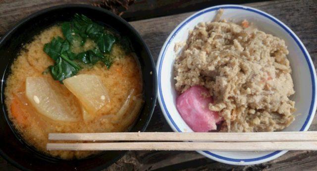 手前味噌のお味噌汁と、大豆を絞った卯の花