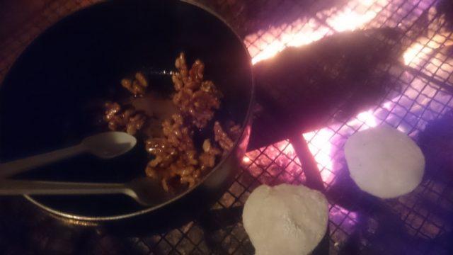 ~焚き火でクルミ餅も食べました~
