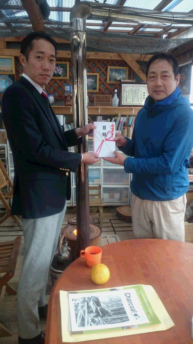 (左)三洋商事株式会社:岡田取締役様、(右)里山俱楽部代表:西村良一