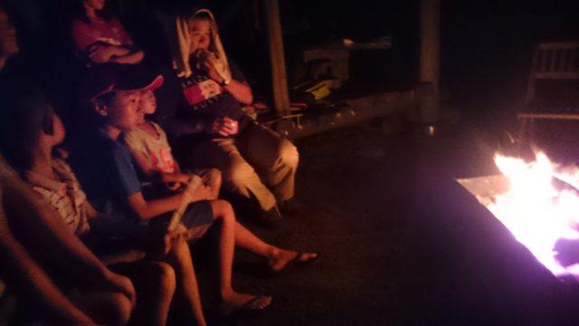 第2部の最後は焚き火を囲み、♪海のうた、そして♪ふるさとを、健ちゃんのハーモニカに合わせて、みんなで歌いました♫
