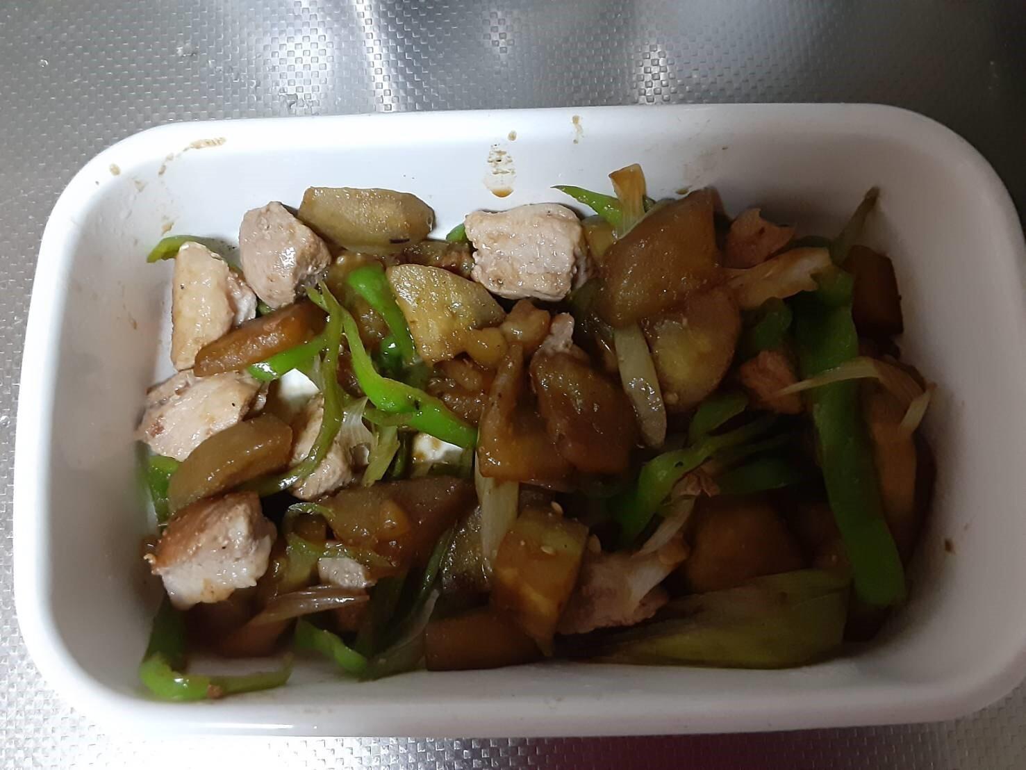 ナス、白ネギ、ピーマンの夏野菜炒め