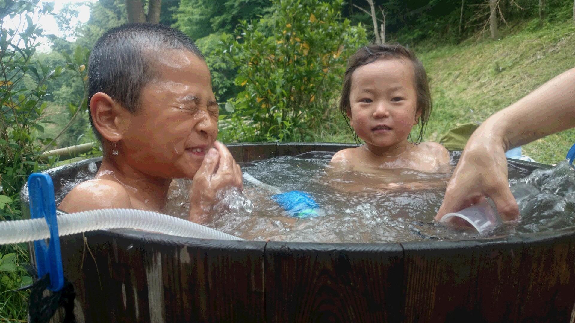 足湯のつもりが、まるで露天風呂♨