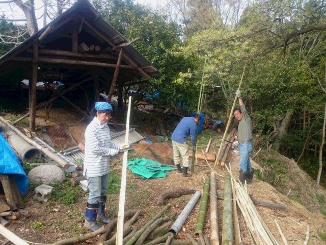 ソダの竹材作り。